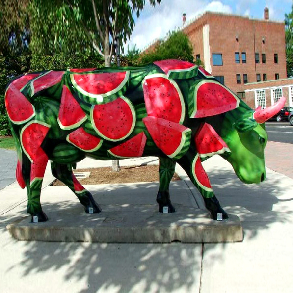 Unique product painted watermelon resin cow statue for garden decoration